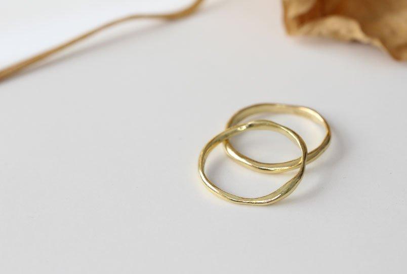 Alianzas de boda orgánicas, hechas a mano por MIGAYO