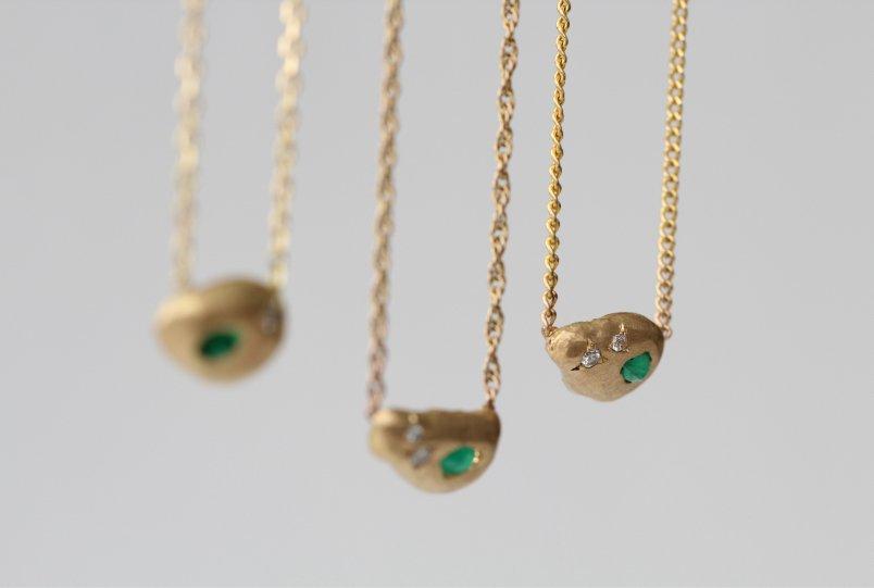 Transformación de joyas de MIGAYO: tres colgantes que unen tres generaciones