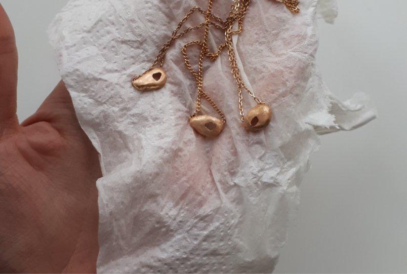 Transformación de joyas de MIGAYO: el proceso de los tres colgantes