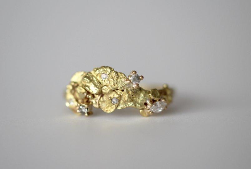 Anillo a medida de migayo, oro y diamantes