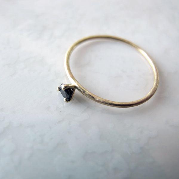 Anillo de pedida con diamante negro de Migayo