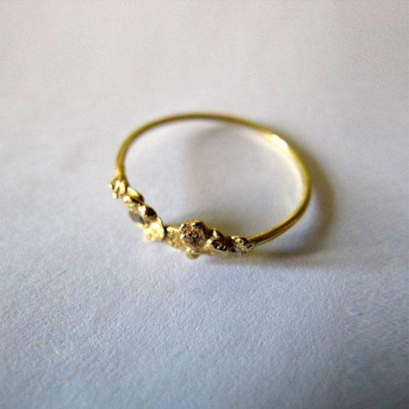 Migayo - anillo de pedida organico con pepitas de oro